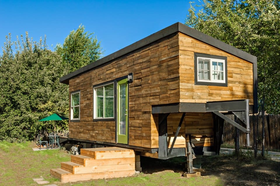 How to build an inexpensive tiny house for Modern tiny homes on wheels