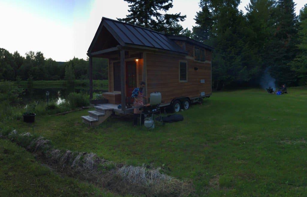 bbq-bonfire-tinyhouse