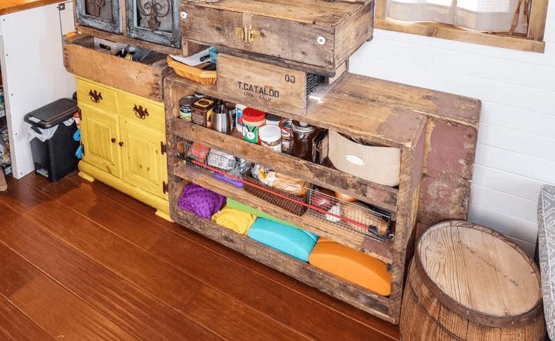 Tiny house kitchen palettes