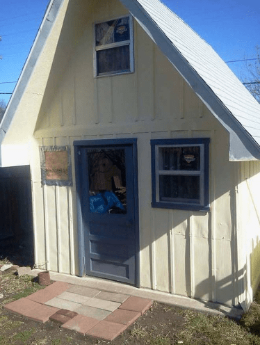 Garden tiny house shed