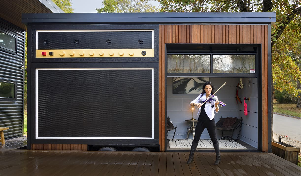 asha mevlana performing at tiny house